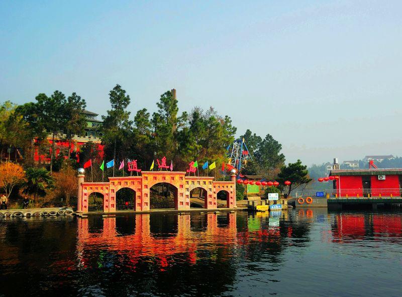 安徽舒城的万佛湖风景区,秀美的景色让人流连忘返.